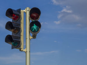 If you're wondering when seniors should stop driving, there are some warning signs to look for, like failure to stop or yield at traffic lights.